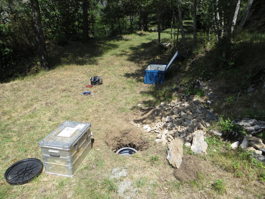Station sismologique SisMob A194A installée dans le cadre du projet Alparray sur la commune de Méolans